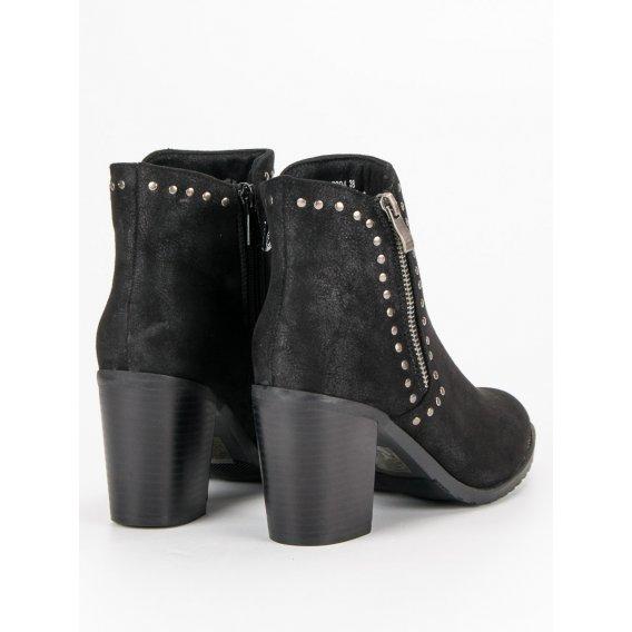 Čierne topánky na stĺpci K1807204NE