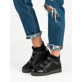 Nazúvacie sneakery N821B