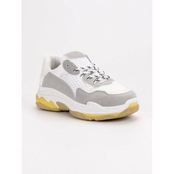 Biele sneakery na platforme