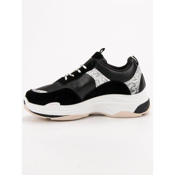 Čierne sneakersy so vzorom