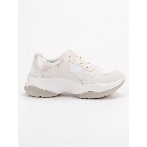 Módne biele sneakersy