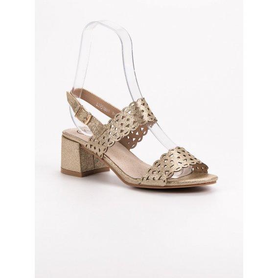 Zlaté sandále na podpätku