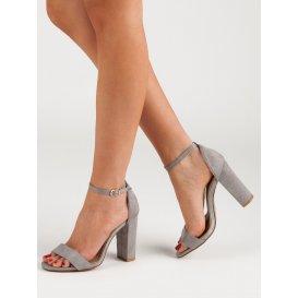 Sexy sandále na stĺpci