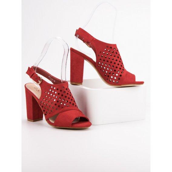 Dierkované sandále