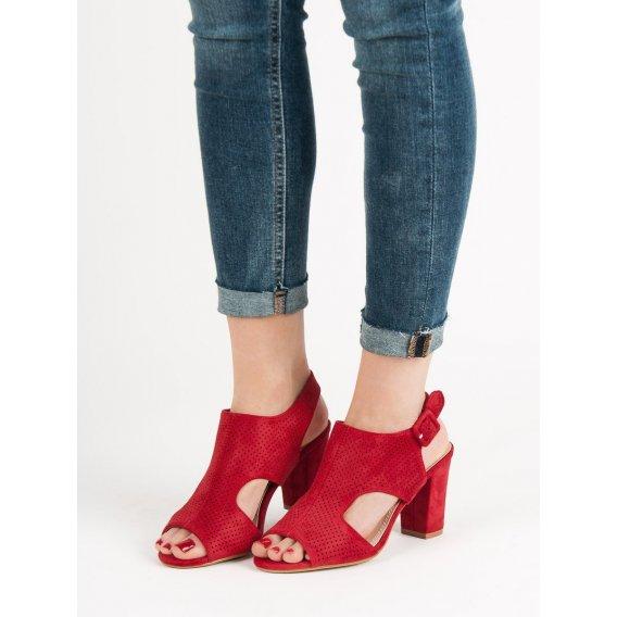 Dierkované sandále na stĺpci