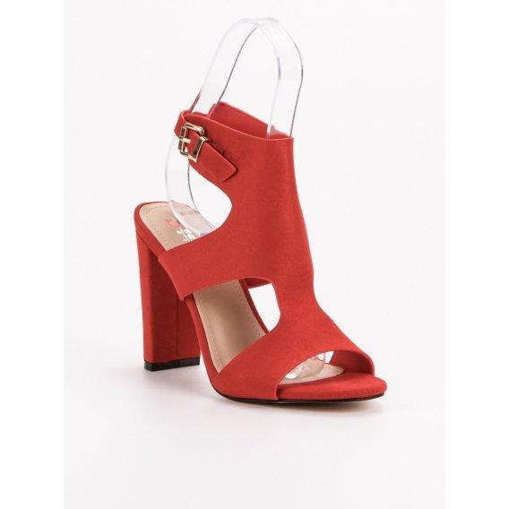Elegantné semišové sandále