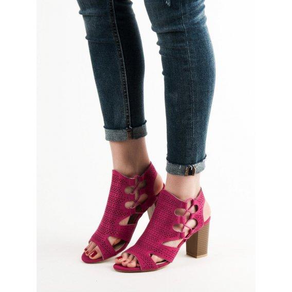 Módne fuksiové sandále