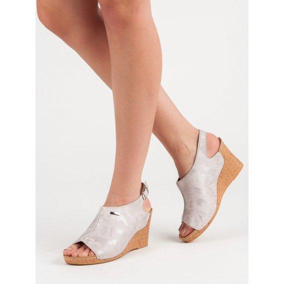 Sandále na kline so vzorom