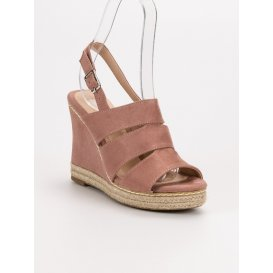 Púdrové sandále