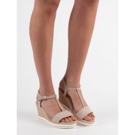 Ľahké béžové sandále