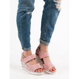 Ľahké ružové sandále