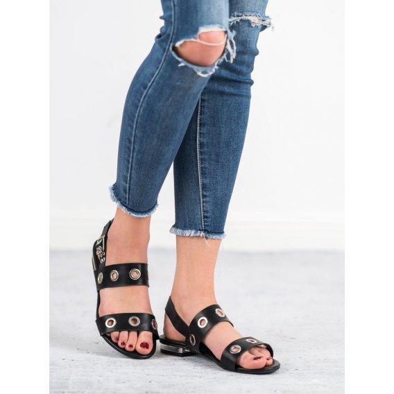 Neformálne čierne sandále