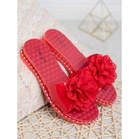 Červené gumové šľapky
