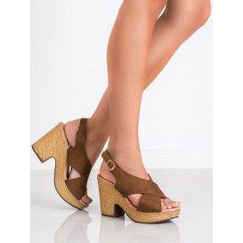 Ľahké sandále na podpätku