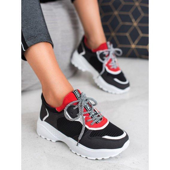 Módne čierne sneakersy