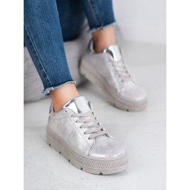 Strieborné športové topánky