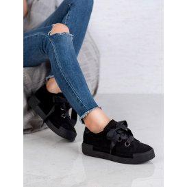 Topánky viazané stužkou
