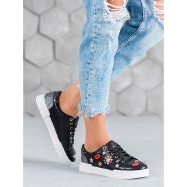 Športové topánky s nášivkami