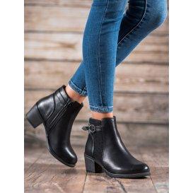 Topánky so zdobenou sponou