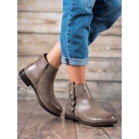 Klasické topánky s ozdobami