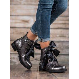 Členkové topánky viazané stužkou