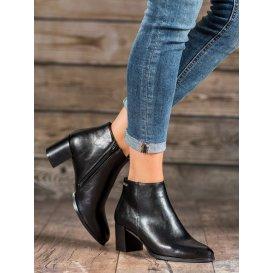 Topánky na stĺpci Vinceza