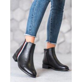 Topánky s ozdobným pásom