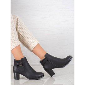 Elegantné dámske topánky