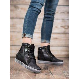 Sneakersy v odtieni čiernej