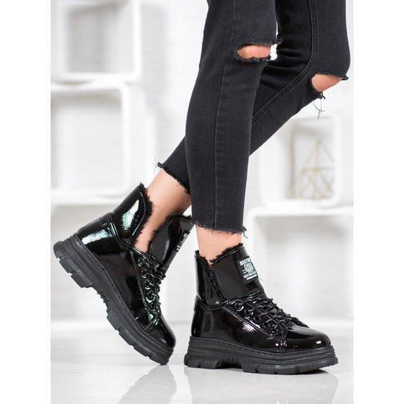 Sneakersy s lakovanej eko kože