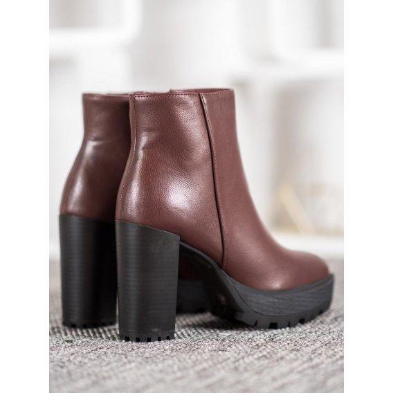 Hnedé členkové topánky na platforme