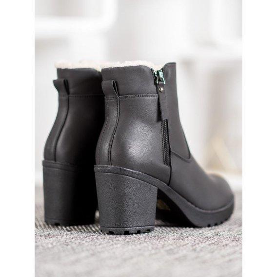 Neformálne členkové topánky