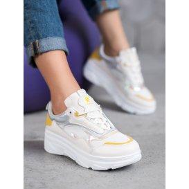 Módne biele tenisky