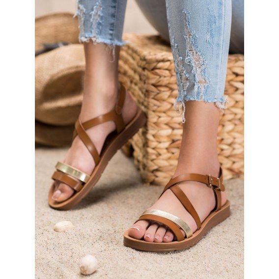 Neformálne sandále so zlatým pásom