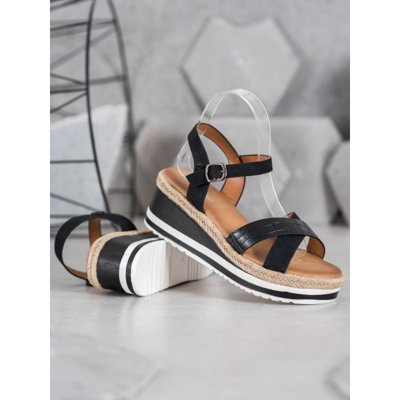 Čierne sandálky na kline z eko kože