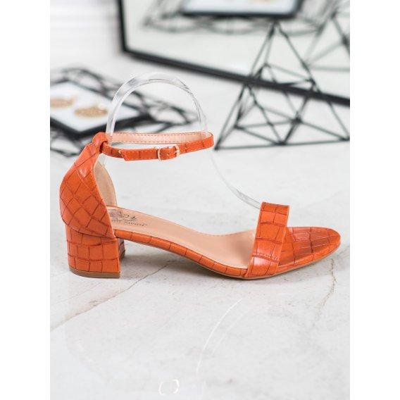 Pohodlné sandálky na nízkom podpätku