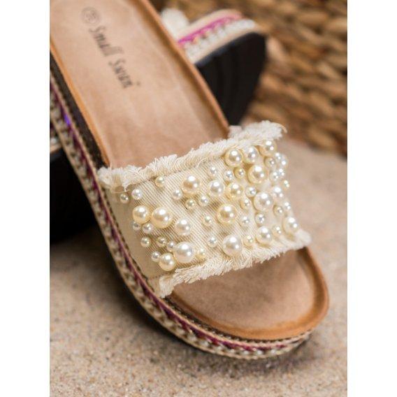 Šľapky na paltforme s perličkami