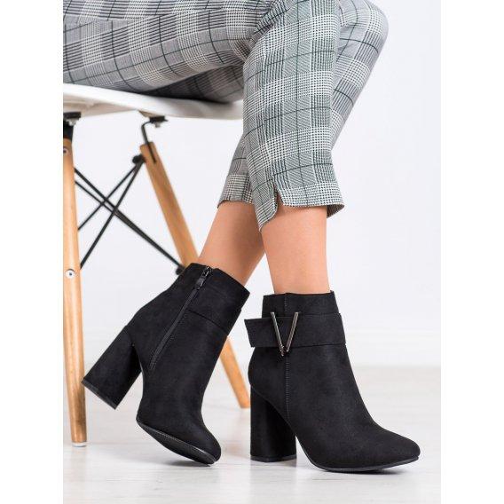 Elegantné členkové topánky na podpätku