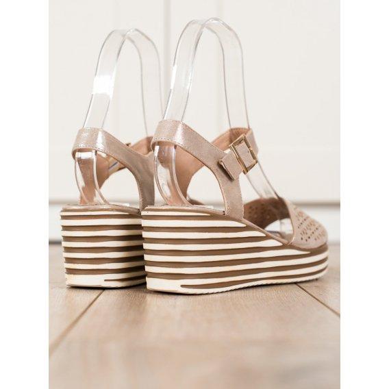 Lesklé zlaté sandálky