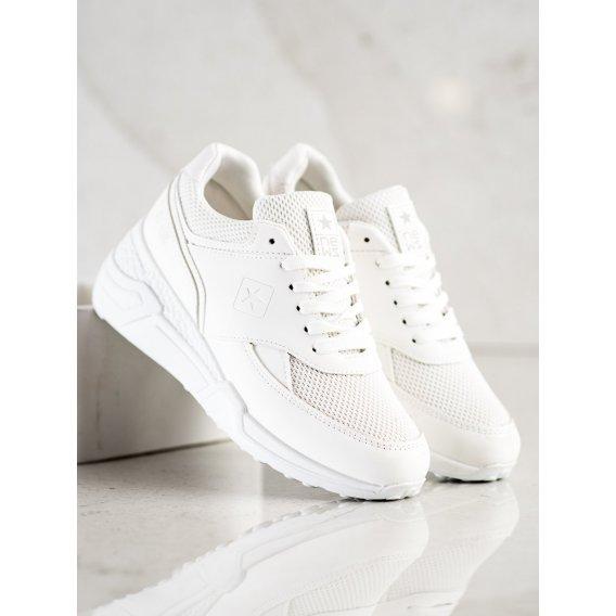 Neformálne biele tenisky
