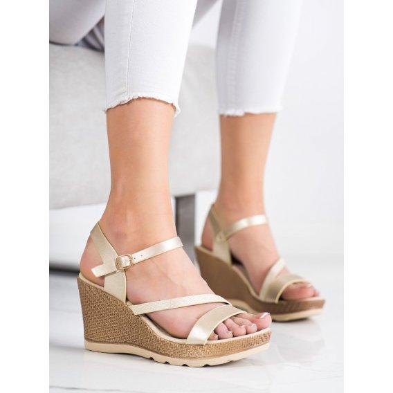 Zlaté sandálky na kline