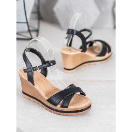 Neformálne nazúvacie sandálky