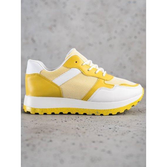 Sneakersy s brokátovou platformou