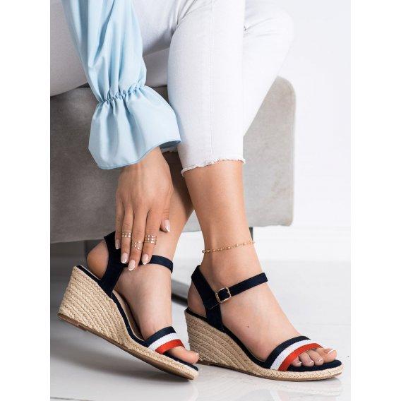 Ľahké sandálky s pásmi na platforme