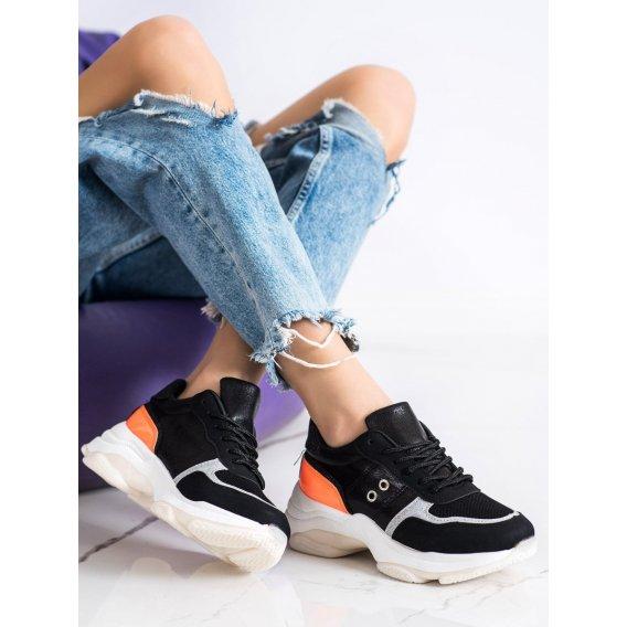 Pohodlné módne tenisky