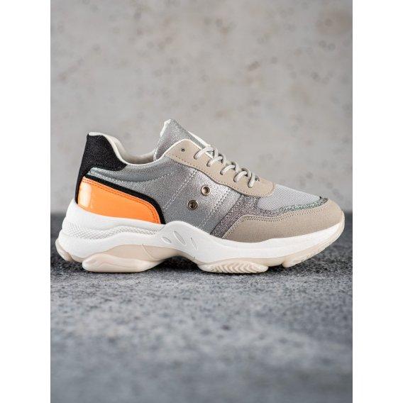 Poholdné módne sneakersy