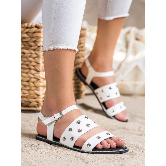 Biele sandálky s cvokmi