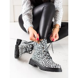 Šnúrovacie členkové topánky so vzorom